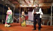 कलाकारों ने किया कोलिर दुर्गा धरेछे त्रिशूल बंगला नाटक का मंचन
