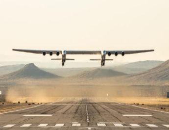 विश्व की सबसे बड़े विमान ने सफलतापूर्वक भरी उड़ान