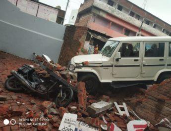गिरिडीह : घर में घुसा तेज रफ्तार बोलेरो, 70 हजार का नुकसान